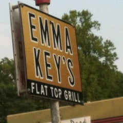 Photo taken at Emma Key's Flat-Top Grill by Emma Key's Flat-Top Grill on 4/29/2015