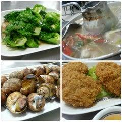 Photo taken at หัวปลาช่องนนทรี (Hua Pla Chongnonsea) by Mm' on 10/1/2012
