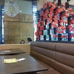 Photo taken at Hong Kong Kim Gary Restaurant 香港金加利茶餐厅 by Ennove N. on 2/4/2013