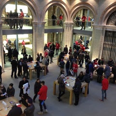 Photo taken at Apple Store by Dimitri L. on 12/1/2012