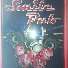 Photo taken at Smile Boat Beer Garden Pub & Restaurant by Tee T. on 9/27/2012