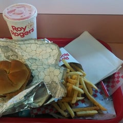 Photo taken at Roy Rogers / Nathan's by Ivy Agnes N. on 5/1/2014