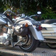 Photo taken at Mabua Harley-Davidson by Riki on 9/10/2013