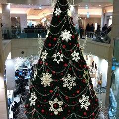 Photo taken at 신세계백화점 (SHINSEGAE Department Store) by green min on 12/14/2012