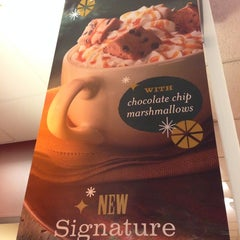 Photo taken at Panera Bread by Gigliola L. on 11/25/2013