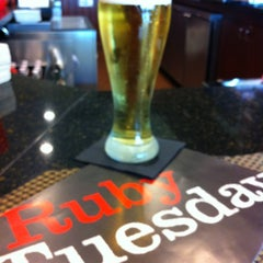 Photo taken at Ruby Tuesday by Joe E. on 8/6/2013