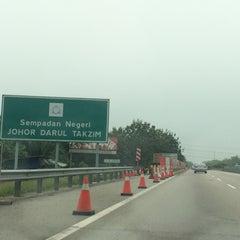 Photo taken at Melaka-Johor Border by Noor Fashareena R. on 9/25/2015