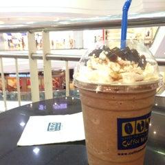 Photo taken at Coffee World (คอฟฟี่เวิล์ด) by porporz c. on 3/4/2015