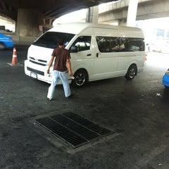Photo taken at ท่ารถตู้ฟิวเจอร์(บ้านนา)-ราชมงคล ท่ารถบ้านนา by ชานม ช. on 2/13/2013