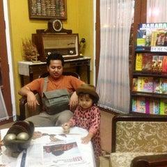 Photo taken at Pesta Keboen Restoran by Anty B. on 6/1/2015