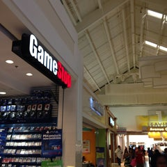 Photo taken at GameStop by Lenin C. on 11/21/2013