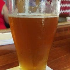 Photo taken at Vinomondo Wine Bar & Brew Pub by Darren R. on 8/2/2015