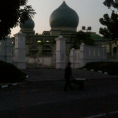 Photo taken at Masjid Agung An-Nur by Febriyendi S. on 6/21/2015