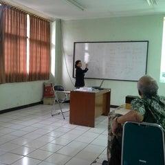 Photo taken at Kelas D kampus analis kesehatan by Ning C. on 12/31/2013