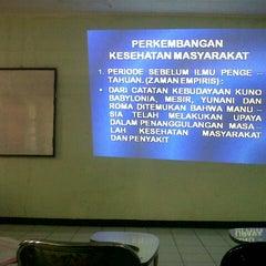 Photo taken at Kelas D kampus analis kesehatan by Ning C. on 6/1/2013
