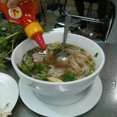 Photo taken at Phở Quỳnh by Chris E. on 1/4/2013