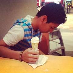 Photo taken at Food Court Mall Aventura Plaza by Fernanda L. on 6/8/2013