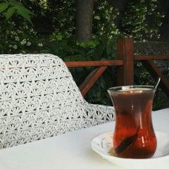 Das Foto wurde bei Cevizlibağ Cafe & Fast Food von Merve D. am 5/26/2015 aufgenommen