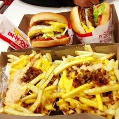 Photo taken at In-N-Out Burger by Roger M. on 3/11/2013
