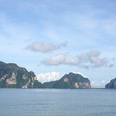 Photo taken at ปากเมงรีสอร์ท (Pakmeng Resort) by Oui K. on 10/17/2013