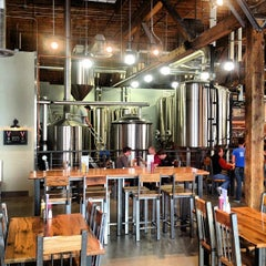Photo taken at 10 Barrel Brewing by Jim L. on 5/3/2013