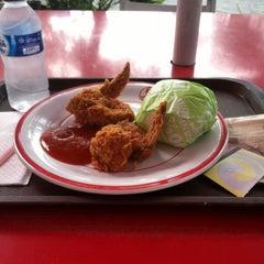 Photo taken at KFC by Iva F. on 4/11/2014