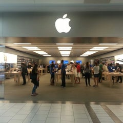 Photo taken at Apple Store, Dadeland by Naif M. on 2/28/2013