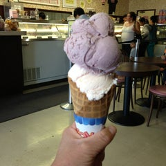 Photo taken at Fosselman's Ice Cream Co. by Christopher W. on 5/26/2013