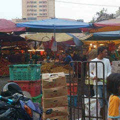 Photo taken at Pasar Chowkit by Takashi F. on 8/23/2013