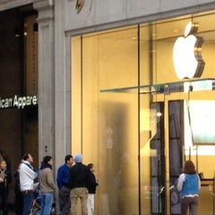 Photo taken at Apple Store, Walnut Street by Alejandro M. on 10/20/2012