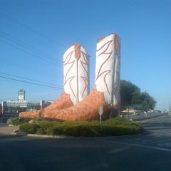 Photo taken at World's Largest Cowboy Boots by Lorenzo Alejandro L. on 8/1/2013