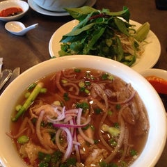 Photo taken at Vietopia Vietnamese Cuisine by Grisel S. on 10/17/2014