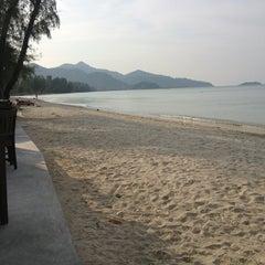Photo taken at คลองพร้าว รีสอร์ต (Klong Prao Resort Koh Chang) by nu kvang on 1/4/2013