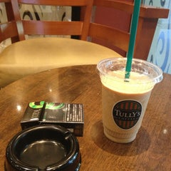 Photo taken at TULLY'S COFFEE 飯田橋ガーデンエアタワー店 by sup1nyc on 6/3/2013