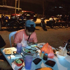 Photo taken at Restoran PKS Maju by Pydin K. on 6/17/2015