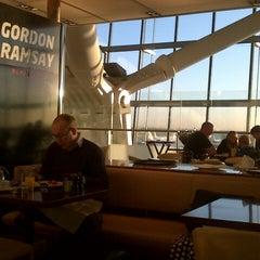 Photo taken at Gordon Ramsay Plane Food by Al K. on 10/29/2013