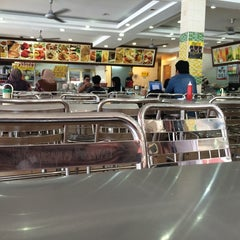 Photo taken at Restoran Al-Bidayah by Mr. M. on 8/25/2014
