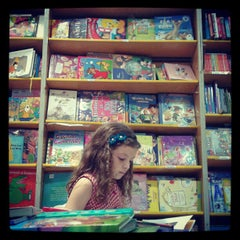 Photo taken at Livraria Saraiva by Karina B. on 3/31/2013