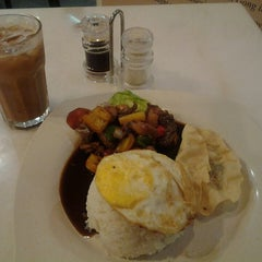 Photo taken at Killiney Kopitiam by Prince A. on 9/19/2013
