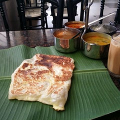 Photo taken at Restoran Rathaa Curry House by Arie on 12/22/2014