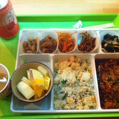 Photo taken at Ace Gourmet Bento by Juliette L. on 9/19/2014
