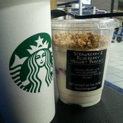 Photo taken at Starbucks by Trinh H. on 9/20/2012