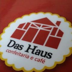 Photo taken at Das Haus Confeitaria Alemã by Marcelo U. on 4/9/2014