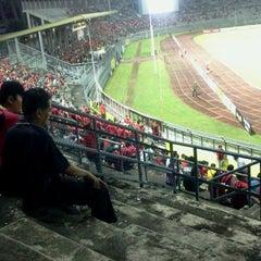 Photo taken at Stadium Negeri by Deeyeana L. on 2/26/2013