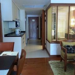 Photo taken at Woodlands Suites Serviced Residences Pattaya by Je-Oah on 8/8/2015