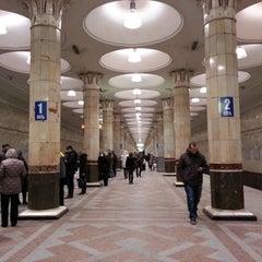 Photo taken at Метро Киевская, Филёвская линия (metro Kiyevskaya, line 4) by Marina L. on 1/10/2013