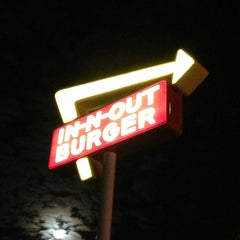Photo taken at In-N-Out Burger by Bernardo S. on 12/29/2012