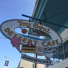 Photo taken at Toy Boat Dessert Cafe by Tim O. on 8/30/2015