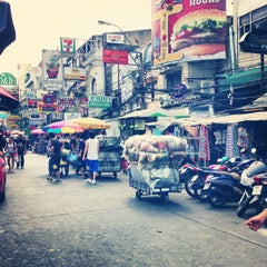 Photo taken at ถนนข้าวสาร (Khao San Road) by Nigel V. on 2/21/2013