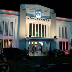 Photo taken at Stasiun Yogyakarta Tugu by Sulistya N. on 4/16/2013